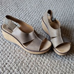 Clarks Size 6 Taupe Wedge Sandals